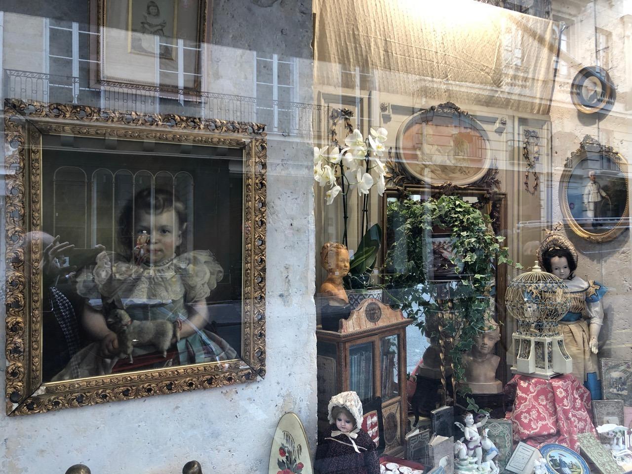 Vitrine boutique chérubins